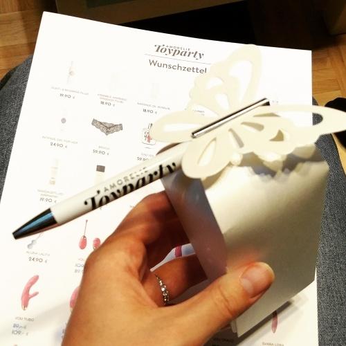 Die Gastgeberin bekommt den exklusiveren Kugelschreiber der Amorelie Toyparty