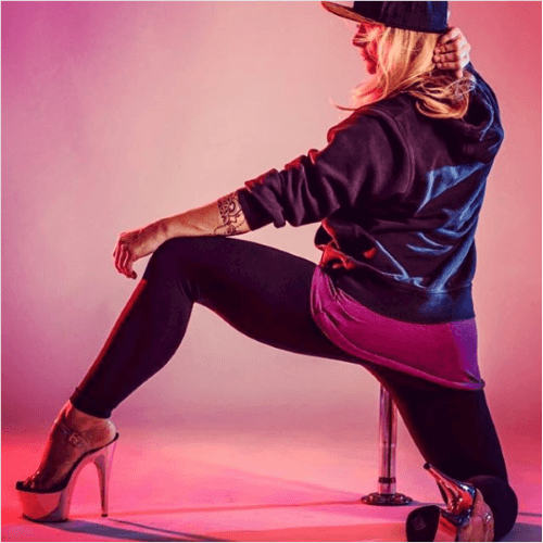 Exotic Poledance mit High Heels