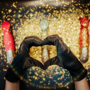 Gewinn einen goldenen SUNDAZE mit Lovehoney und FUN FACTORY