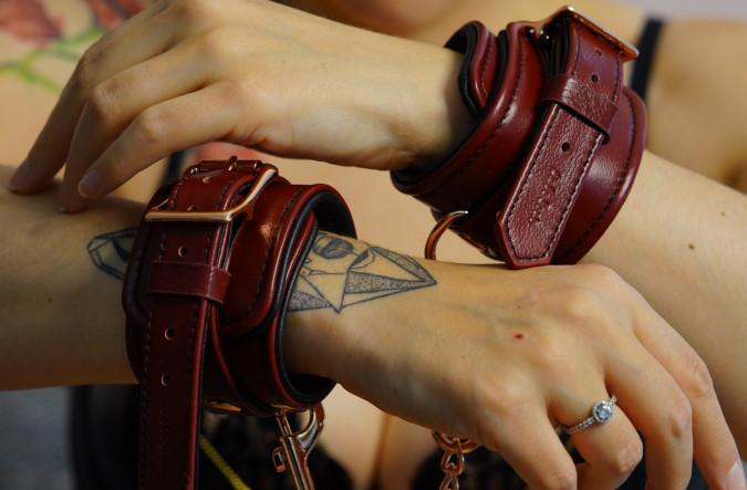 Liebe Seele Wine Red Handcuffs